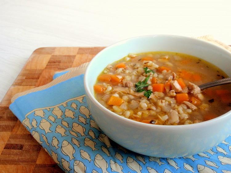 Готовить такой овощной суп с перловкой можно на протяжении всего года.
